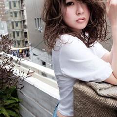 パーマ インナーカラー セミロング デート ヘアスタイルや髪型の写真・画像