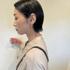 ショート 切りっぱなしボブ 伸ばしかけ ブルーブラック ヘアスタイルや髪型の写真・画像