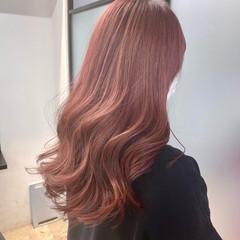 ピンクベージュ ナチュラル インナーカラー ピンクパープル ヘアスタイルや髪型の写真・画像