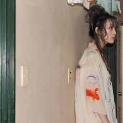お団子 セミロング ストリート 外国人風 ヘアスタイルや髪型の写真・画像