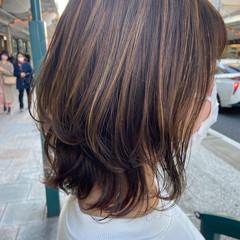 ハイライト ミディアム ナチュラル アッシュグレージュ ヘアスタイルや髪型の写真・画像