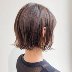 外ハネボブ ボブ ミルクティーベージュ ゆるふわパーマ ヘアスタイルや髪型の写真・画像