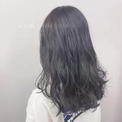 ブルーブラック アッシュグレー セミロング ナチュラル ヘアスタイルや髪型の写真・画像