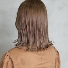 ミルクティーベージュ イルミナカラー オシャレ ミディアム ヘアスタイルや髪型の写真・画像