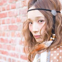 セミロング 外国人風 ハイライト ハイトーン ヘアスタイルや髪型の写真・画像