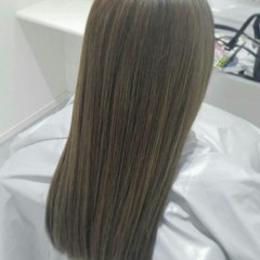 アッシュ ハイライト ストレート ブルージュ ヘアスタイルや髪型の写真・画像