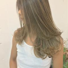 リラックス ハイライト ロング 透明感 ヘアスタイルや髪型の写真・画像