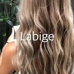 ロング インナーカラー ラベージュ ミルクティーベージュ ヘアスタイルや髪型の写真・画像