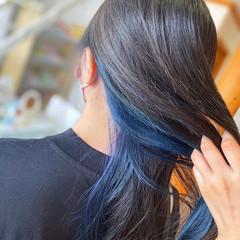 インナーカラー ロング ストリート ブルーブラック ヘアスタイルや髪型の写真・画像