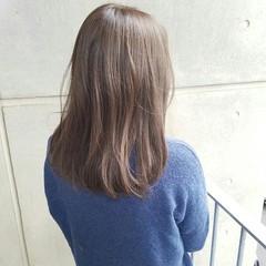 ナチュラル フェミニン セミロング グレージュ ヘアスタイルや髪型の写真・画像