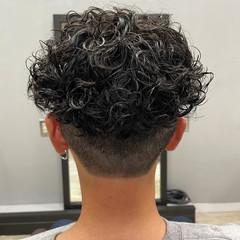 濡れ感 ストリート ミディアム スキンフェード ヘアスタイルや髪型の写真・画像