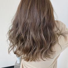 ブリーチオンカラー セミロング ナチュラル ピンクベージュ ヘアスタイルや髪型の写真・画像