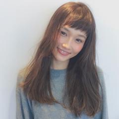 ベビーバング セミロング 無造作 ナチュラル ヘアスタイルや髪型の写真・画像