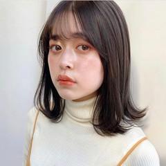 鎖骨ミディアム レイヤー フェミニン ミディアム ヘアスタイルや髪型の写真・画像