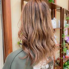 ミルクティーベージュ バレイヤージュ エレガント グラデーションカラー ヘアスタイルや髪型の写真・画像