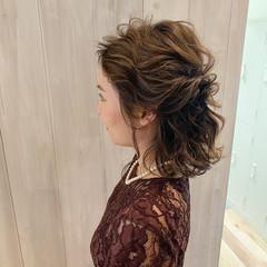 ミディアム 結婚式髪型 結婚式ヘアアレンジ フェミニン ヘアスタイルや髪型の写真・画像