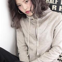 外国人風 グラデーションカラー ミディアム 暗髪 ヘアスタイルや髪型の写真・画像