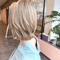 ミルクティーベージュ ブロンド 外ハネボブ ボブ ヘアスタイルや髪型の写真・画像