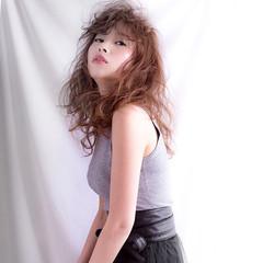 リラックス イルミナカラー 巻き髪 モード ヘアスタイルや髪型の写真・画像