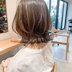 フェミニン ミディアムレイヤー 前髪あり レイヤーカット ヘアスタイルや髪型の写真・画像