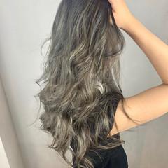 バレイヤージュ アッシュグレージュ ロング グレー ヘアスタイルや髪型の写真・画像