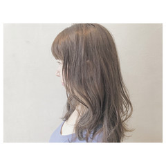 ゆるふわ ウェーブ アッシュグレージュ ロング ヘアスタイルや髪型の写真・画像
