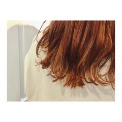 ナチュラル オレンジ オレンジベージュ ミディアム ヘアスタイルや髪型の写真・画像