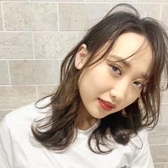 アッシュグレージュ ミルクティーグレージュ インナーカラー フェミニン ヘアスタイルや髪型の写真・画像