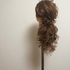 ねじり ローポニー セミロング ポニーテールアレンジ ヘアスタイルや髪型の写真・画像
