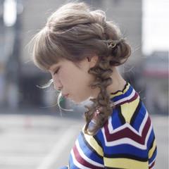 編み込み 簡単ヘアアレンジ ガーリー セミロング ヘアスタイルや髪型の写真・画像