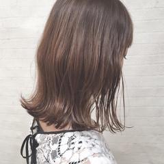 アッシュベージュ セミロング ナチュラル ベージュ ヘアスタイルや髪型の写真・画像