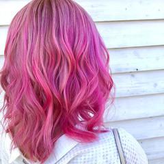 ガーリー ピンク セミロング ピンクカラー ヘアスタイルや髪型の写真・画像