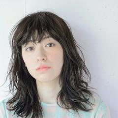 無造作 暗髪 ウルフカット ナチュラル ヘアスタイルや髪型の写真・画像