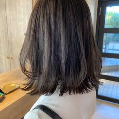 ベージュ ミディアム ナチュラル 透明感カラー ヘアスタイルや髪型の写真・画像
