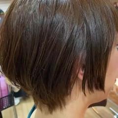 切りっぱなしボブ ナチュラル インナーカラー ショート ヘアスタイルや髪型の写真・画像