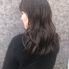 波ウェーブ ミルクティーグレージュ セミロング グレージュ ヘアスタイルや髪型の写真・画像