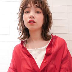 レイヤーカット ミディアム ナチュラル 透明感カラー ヘアスタイルや髪型の写真・画像