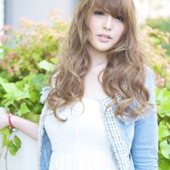 ガーリー 前髪あり ミルクティーベージュ ロング ヘアスタイルや髪型の写真・画像