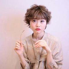 フェミニン ショート ゆるふわ パーマ ヘアスタイルや髪型の写真・画像