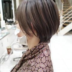 ベリーショート フェミニン 大人ハイライト 透明感カラー ヘアスタイルや髪型の写真・画像