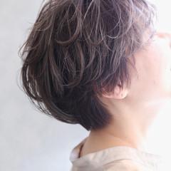 グレー ショート アッシュグレー グレージュ ヘアスタイルや髪型の写真・画像