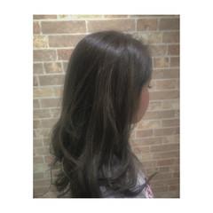 セミロング グレージュ 透明感 モード ヘアスタイルや髪型の写真・画像