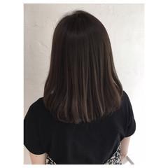 ミルクティーベージュ くすみカラー ベージュ アッシュベージュ ヘアスタイルや髪型の写真・画像