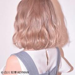 ウェーブ グラデーションカラー ガーリー ベージュ ヘアスタイルや髪型の写真・画像