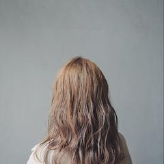 ナチュラル ミルクティー ハイライト ミルクティーベージュ ヘアスタイルや髪型の写真・画像