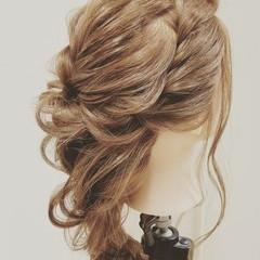 編み込み ヘアアレンジ ガーリー ツイスト ヘアスタイルや髪型の写真・画像