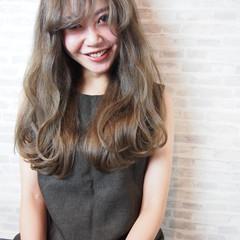 ナチュラル 前髪あり モテ髪 グレージュ ヘアスタイルや髪型の写真・画像