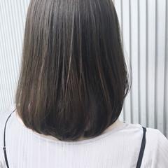 前髪あり グレージュ ナチュラル ストレート ヘアスタイルや髪型の写真・画像