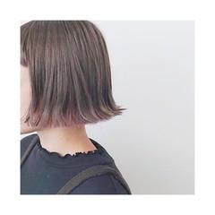 グレージュ ハイトーン ボブ アッシュ ヘアスタイルや髪型の写真・画像
