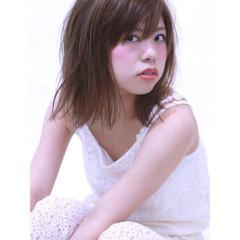 ミディアム おフェロ 前髪あり 透明感 ヘアスタイルや髪型の写真・画像